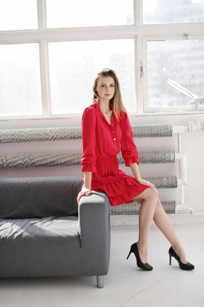Klasyczna sukienka w tłoczony deseń