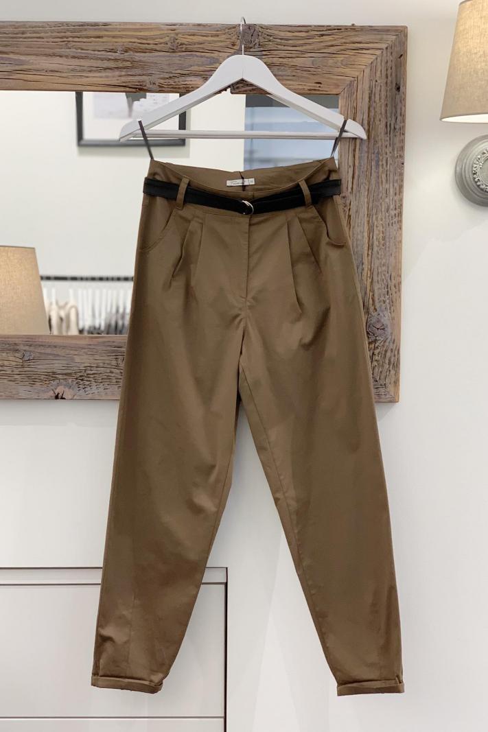 Brązowe spodnie typu relaxed