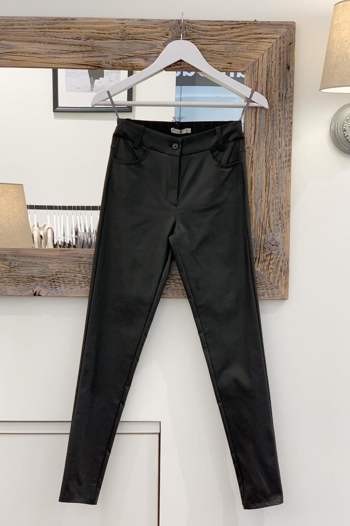 Spodnie z eco skóry rurki