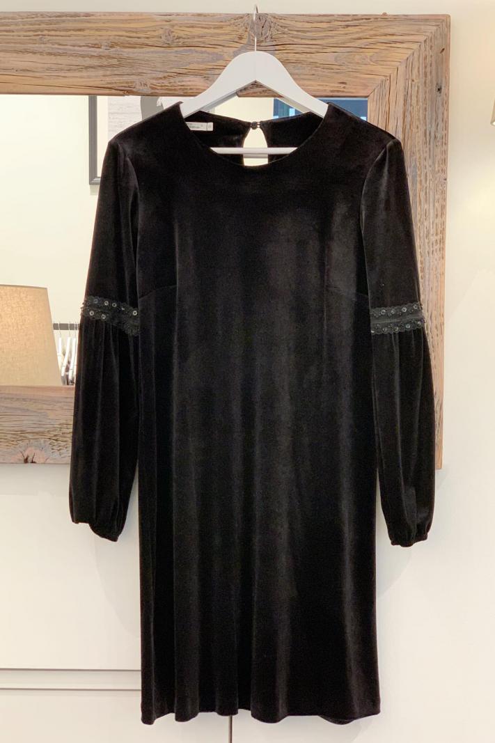 Aksamitna trapezowa sukienka