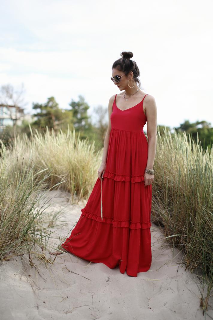 Długa sukienka na ramiączkach